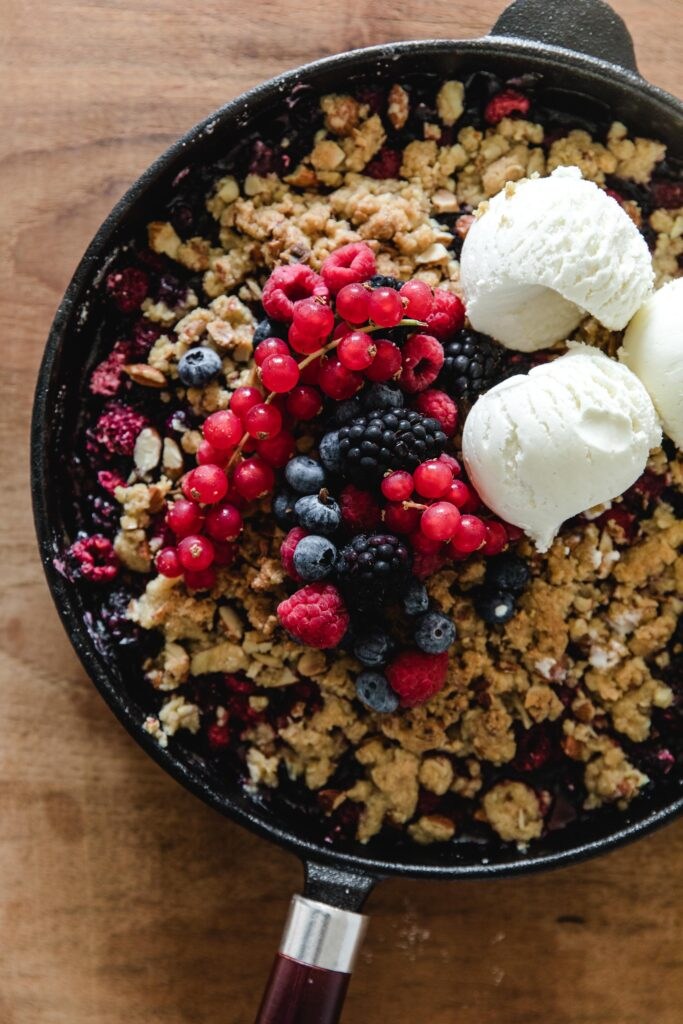 Almond berry crumble