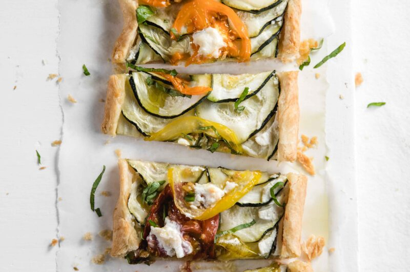Puff pastry appetizers with cheese