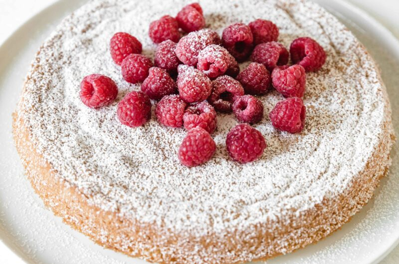 Flourless lemon cake with raspberries