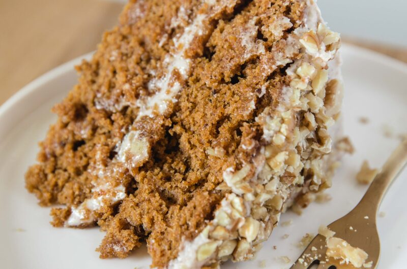 Vegan Pumpkin Cake With Cinnamon Buttercream Frosting